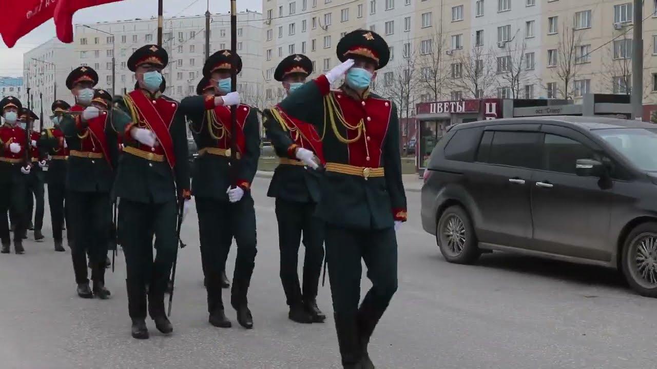 В Сибири для ветеранов Великой Отечественной провели Мини парад с участием военной техники ЦВО