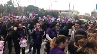 """Manifestantes corean: """"Sola, borracha, quiero llegar a casa"""" el 8 de marzo en Madrid"""
