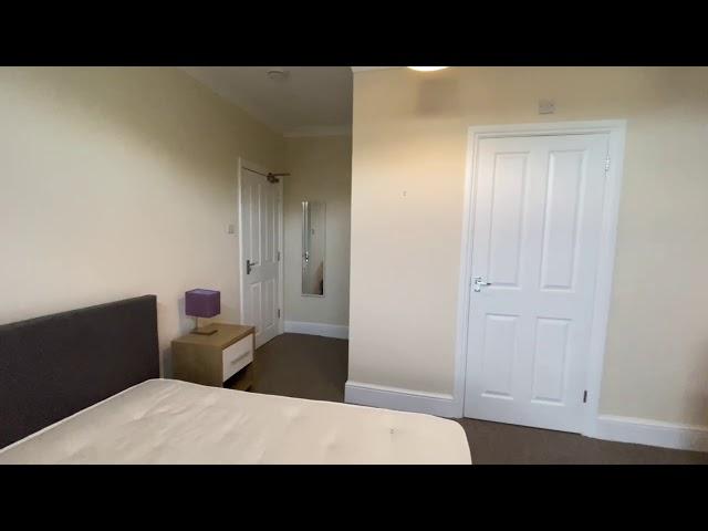 Rm 5 - Double bedroom facing garden Main Photo