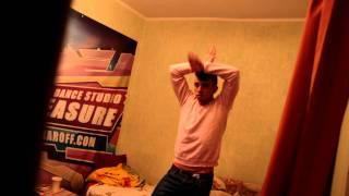 Electro Dance / SAM ZAKHAROFF(Electro Dance тренировка JUST DANCE - Канал Танцев и Музыки! Меня зовут Сэм Захаров, погрузитесь со мной в этот интерес..., 2012-01-25T22:43:56.000Z)