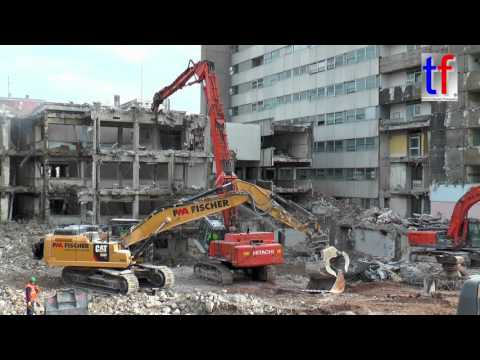 **HUGE Demolition** Hitachi, CAT Fleet / Mega-Abbruch Olghospital, Stuttgart, 18.02.2016.