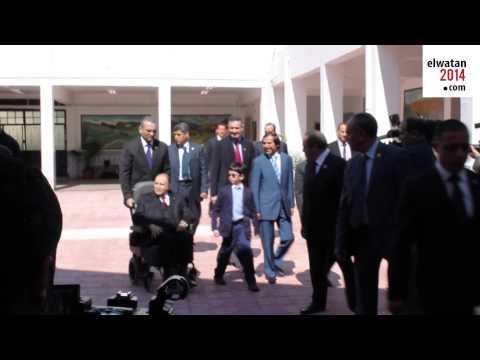 Abdelaziz Bouteflika vote en fauteuil roulant