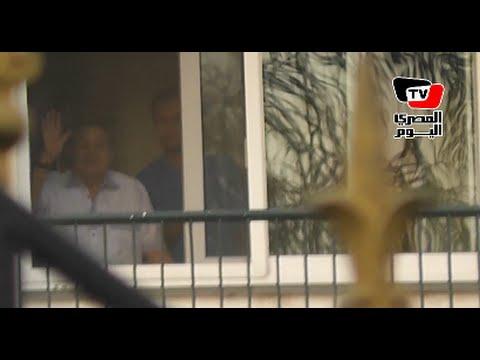 المصري اليوم: لحظة خروج مبارك لتحية أنصاره بمناسبة إحتفالات أكتوبر
