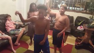 Тает Лед. Американские подростки танцуют под музыку ТАЕТ ЛЕД группы ГРИБЫ.