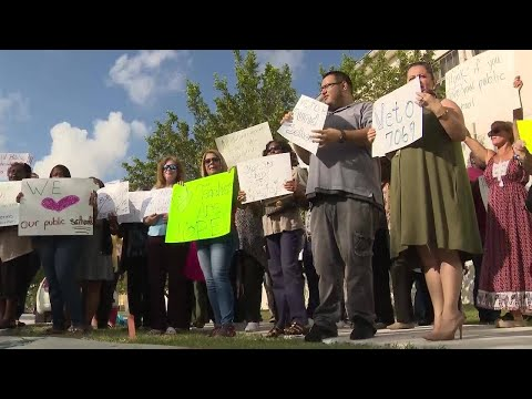 Miami-Dade teachers, parents call on governor to veto House bill