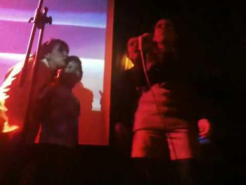 Marine et ses amis en karaoke