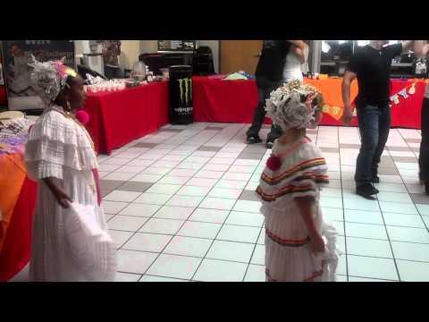 Latin festival et Eglin Alyssa and Gabi were.         Panamanian dancers