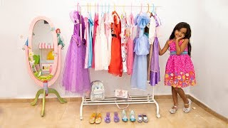 BIA LOBO PRETEND PLAY DRESS UP WITH PAPA / FUNNY VIDEOS