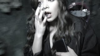 Hailee Steinfeld Almost DIES in Haunted House!!!