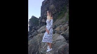 Триктажное платье с открытыми плечами