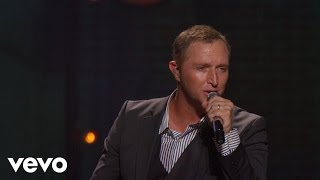 Ernie Haase & Signature Sound - Sometimes I Wonder (Live)