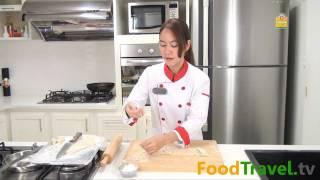 Repeat youtube video วิธีทำบะหมี่ไข่และแผ่นเกี๊ยวไข่