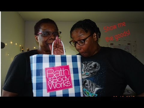 What's in the BAG?? | Mother & Daughter