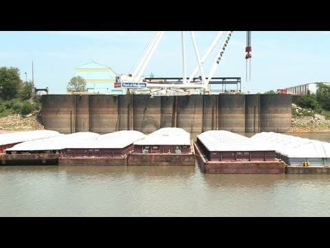 Drought shrinks Mississippi -- and barge business