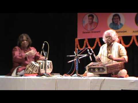 Hindole Majumdar(Tabla)in concert with Santoor maestro Pandit Tarun Bhattacharya live in Kolkata