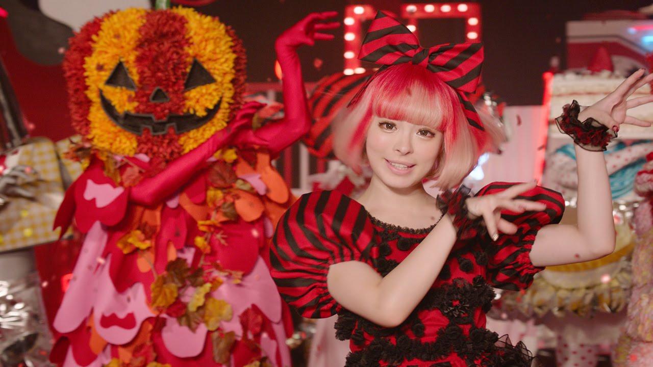 きゃりーぱみゅぱみゅ、ハロウィーンドレスでゾンビ風ダンス 「コカ・コーラ」新CM「HALLOWEEN DANCE PARTY」編  メーキング、インタビュー映像も , YouTube