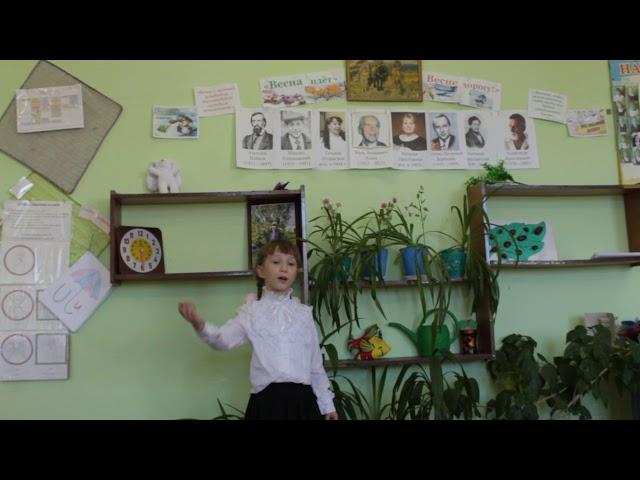 Изображение предпросмотра прочтения – ЯнаЧайникова читает произведение «Деньки стоят погожие» (Пляцковский Михаил)