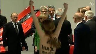 Путин и FEMEN. Видео с акции(Акция FEMEN на ярмарке в Ганновере 08.04.2013., 2013-04-08T12:26:29.000Z)