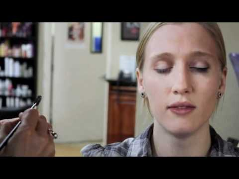 How to Do 1940s Pinup Makeup Tutorial