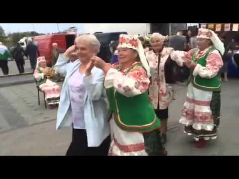 Минчане танцуют на ярмарке в Чижовке