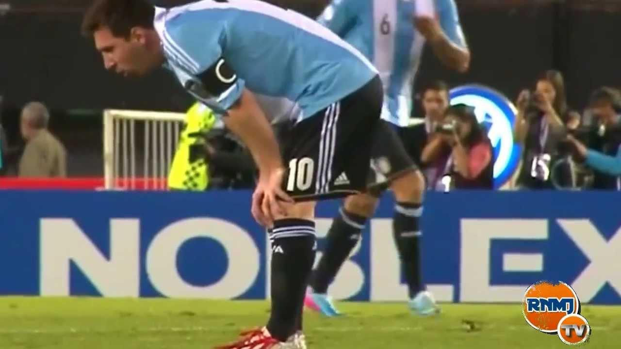 Messi vomitando en el Argentina - Venezuela (23/03/2013)