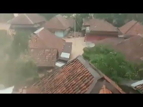 banjir-bandang-terjang-desa-gunung-kembang-kikim-timur,-kabupaten-lahat,-sumatera-selatan