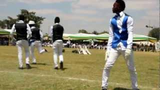Diamond na kundi lake watumbuiza Dodoma (Michuzi Blog)