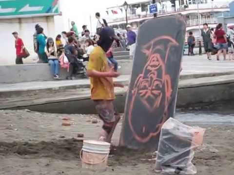 An awesome street artist at Tamsui, Taiwan