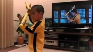 Bruce Lee'nin birebir Taklidi yapan çocuk