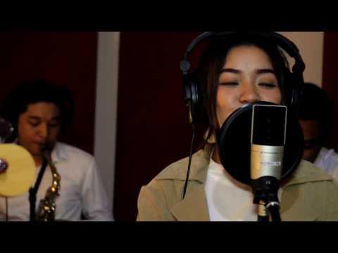 ALEEZA - Berharap Tak Berpisah Cover  (original song by Reza Artamevia)