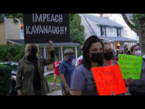 شاهد: ناشطون أمريكيون في مجال حقوق الإجهاض يتظاهرون أمام منزل قاض في المحكمة العليا…  - 21:54-2021 / 9 / 14