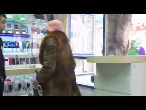 Прикол  Бабушка хочет купить сотовый телефон