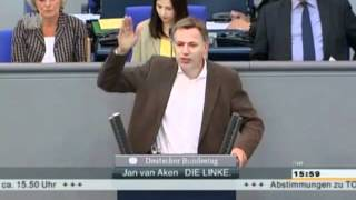 Eier Skandal im Bundestag Linken Politiker bepöbelt FDP Kollegen Dieser Macho krault sich die Eier! thumbnail