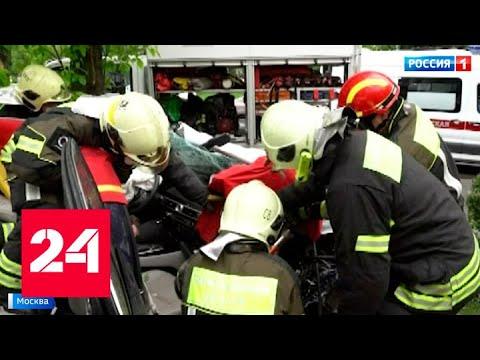 В столице водитель легковушки протаранил остановку - Россия 24