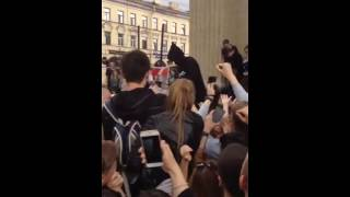 Тимати тур Олимп раздаёт вятский квас на Казанском соборе в Питере(, 2016-05-26T22:52:21.000Z)