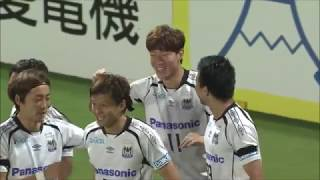 右サイドからのクロスに反応したファン ウィジョ(G大阪)のシュートは...