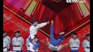 Backflip kick board challenge: apprentice vs. master| CCTV English