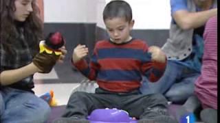 Repeat youtube video Nos acercamos a los niños con autismo y con síndrome de Asperger