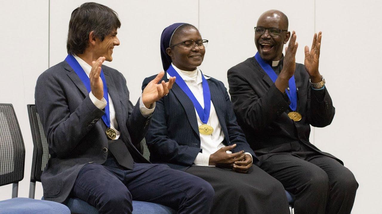 Một nữ tu khó nghèo may mắn trúng giải một...
