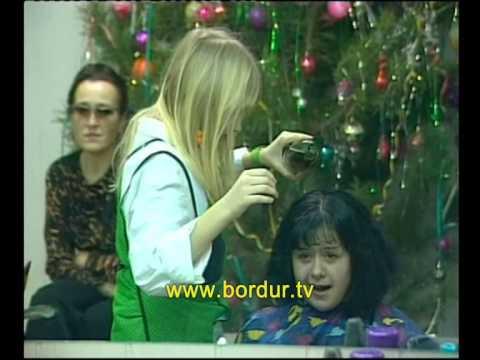 Скрытая камера. Парикмахерская. Девочка-подросток пытается стричь клиентов. Клиенты готовы ее ... - видео онлайн