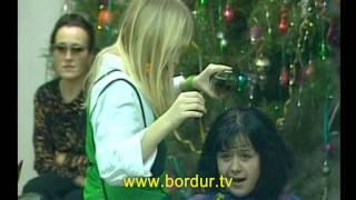 Скрытая камера. Парикмахерская. Девочка-подросток пытается стричь клиентов. Клиенты готовы ее ...