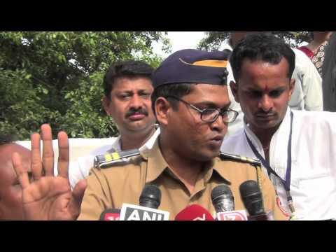 Constable Pramod Tawde speaking to media at Azad Maidan, Mumbai