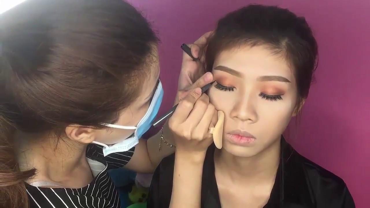 Học Trang điểm – Cách Vẽ eyeLiner Đơn giản và quyến rũ (Phần 2)