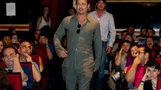 "Video de la visita sorpresa de Brad Pitt en la fan premiere de ""Guerra Mundial Z"" en Madrid"