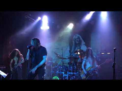 Sebastian Bach plays cemetery gates for Vinnie Paul