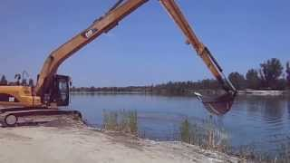 Video Excavatorul Cat 320D cu brat lung -  scoate balast dintr-un lac din Olt download MP3, 3GP, MP4, WEBM, AVI, FLV Oktober 2017