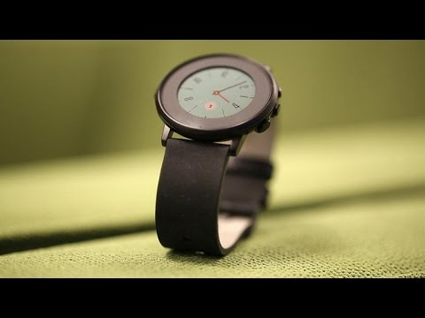 Pebble Time Round is a sleek round watch, with compromises