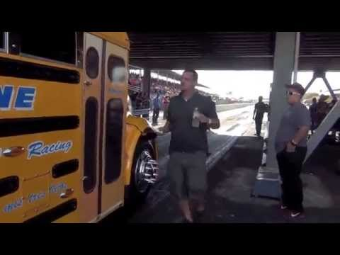FAST SCHOOL BUS RACING LA PAJARITA VS MACK TRUCK DUMONT TRANSPORT