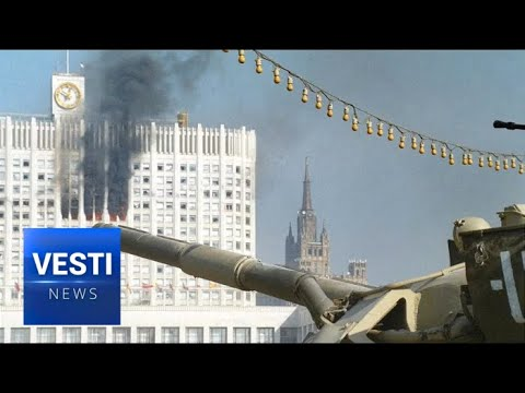 Aborted Civil War: Russians Quietly Commemorate the Victims of the 90's Street Battles  In Moscow