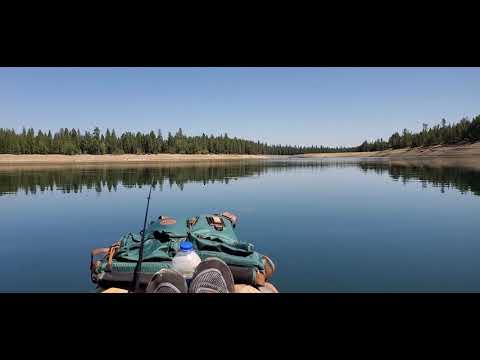 Wickiup Reservoir Near Bend Oregon. Kayaking And Bald Eagles.